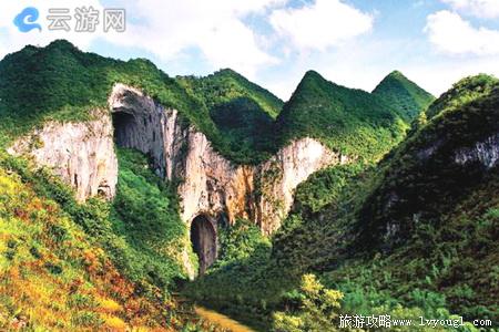 紫云格凸河穿洞风景名胜区地处贵州省西南部,距贵阳市161千米,安顺市