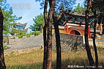 唐梓山风景区位于枣阳城北22公里,太平城镇北5公里,方圆4平方公里.