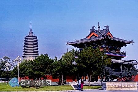 是一座拥有2400多年历史的文化古城,她北依沈阳,南接鞍山,东邻本溪,西